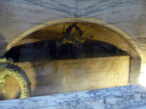 Pantheon tumulo Rafael - O Pantheon de Roma