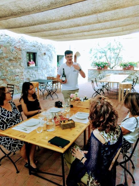 mesa degustacao radda chianti guia brasileira - Degustação exclusiva de vinhos na Toscana