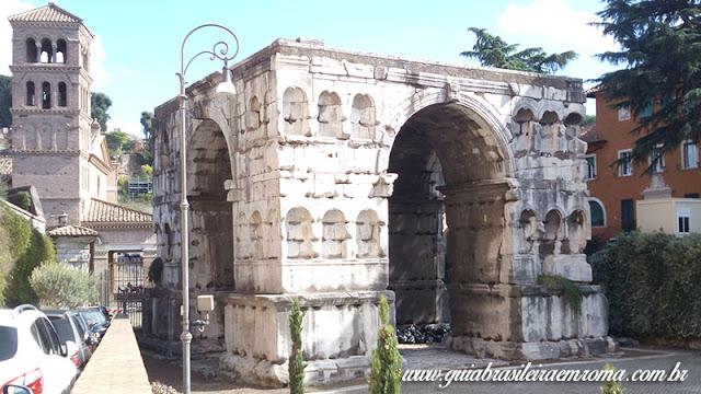 arco argentarios roma guia portugues - A basílica de São Jorge al Velabro em Roma