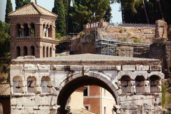 arredores basilica sao jorge velabro roma guia portugues 345x230 - A basílica de São Jorge al Velabro em Roma