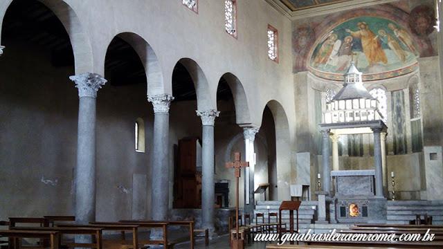 basilica sao jorge velabro roma interior guia portugues - A basílica de São Jorge al Velabro em Roma