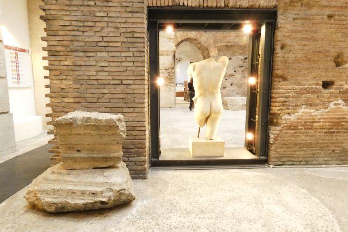 subterraneos praca navona escultura apolo - Subterrâneos da Praça Navona