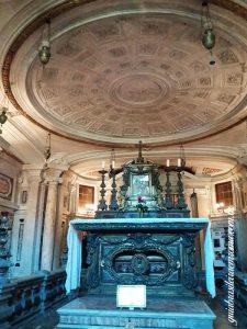 tumulo santa martina subterraneo santos luca martina 225x300 - Igreja dos Santos Lucas e Martina
