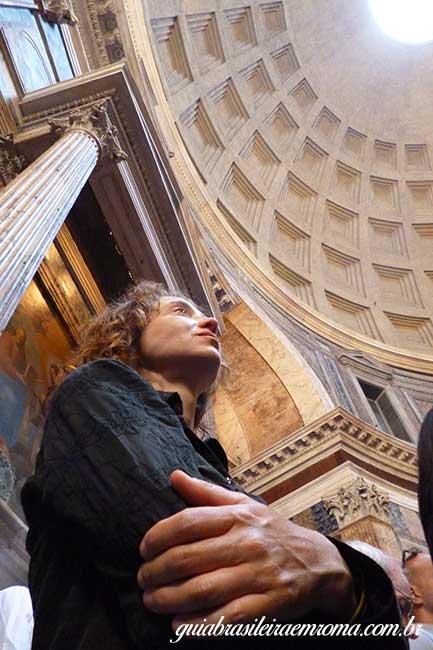 missa pentecostes pantheon Roma - Chuva de pétalas no Pantheon