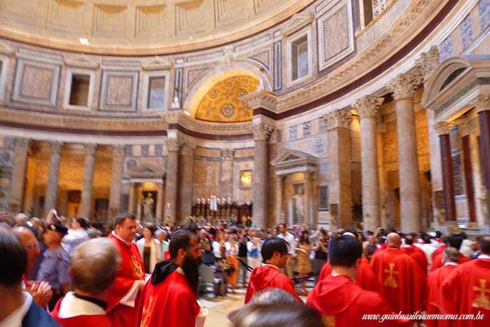 pentecostes missa final chuva petalas pantheon guia brasileira - Chuva de pétalas no Pantheon