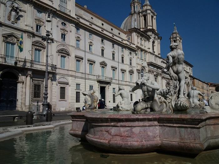 Palácio Pamphilj, Praça Navona