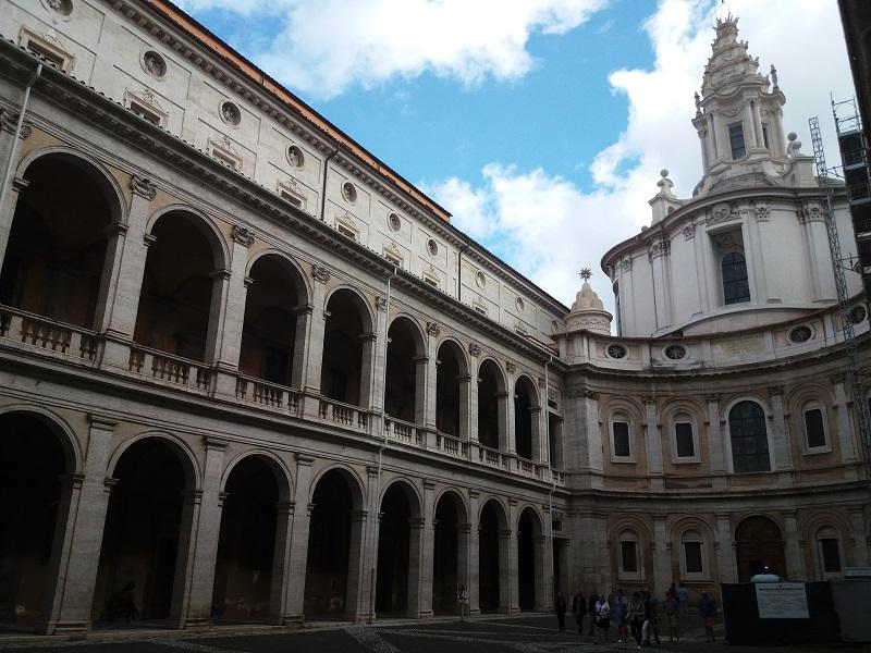 borromini patio sant ivo sapienza guia brasileira roma - Borromini, o ápice do Barroco Romano