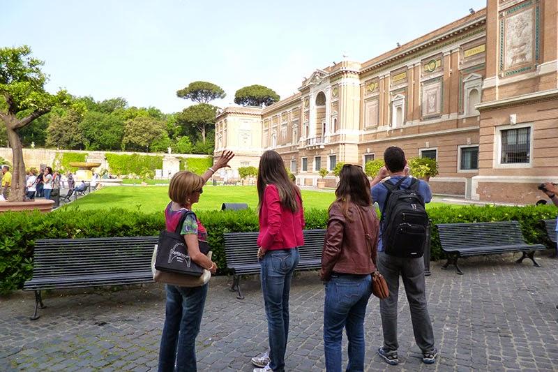 Edifício da Pinacoteca Vaticana, Museus Vaticanos com guia particular em português