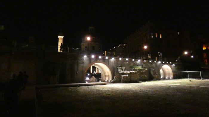 caminhar nivel rua forum romano - Visitar o Fórum Romano de noite